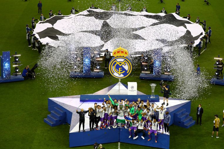 Britain Soccer Football - Juventus v Real Madrid - UEFA Champions League Final - The National Stadium of Wales, Cardiff - June 3, 2017 Real Madrid celebrate with the trophy after winning the UEFA Champions League Final  Reuters / Pawel Kopczynski Livepic Beeld null