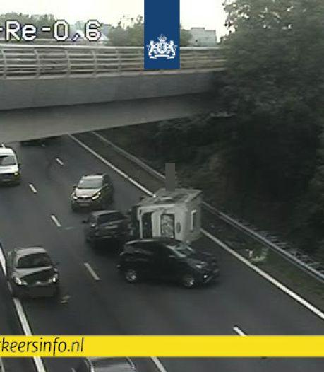 Caravan gekanteld op A4 door ongeluk met meerdere voertuigen