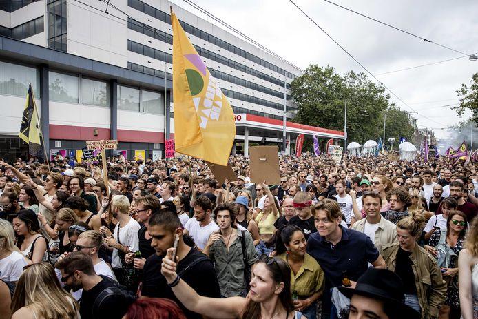 Deelnemers aan de protestmars Unmute Us. In negen steden gaan mensen de straat op namens de evenementensector uit protest tegen de huidige coronamaatregelen.