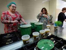 Duizenden liters soep uitgedeeld tegen eenzaamheid: 'Nog dagelijks huilende mensen aan de lijn'