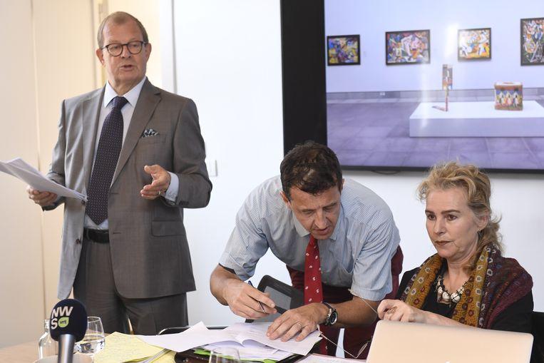 De persconferentie van Leo Neels (links) en Catherine de Zegher. Beeld BELGA