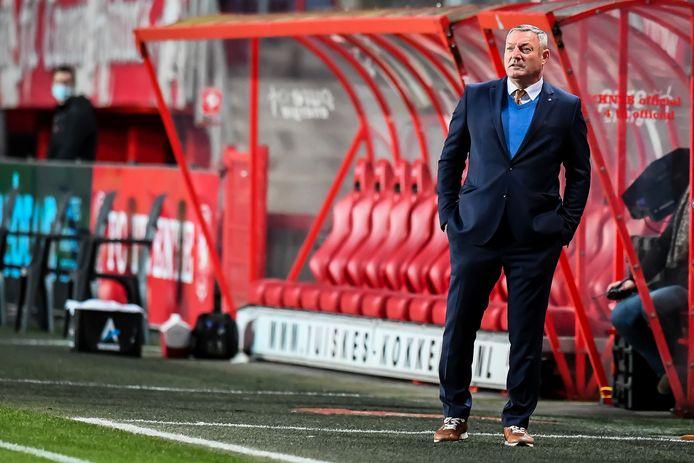 Ron Jans, afgelopen zondag aan het werk in de topper tegen PSV.