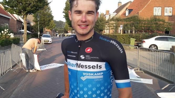 Rens Tulner wint Ronde Woensdrecht in bloedsnelle eindspurt