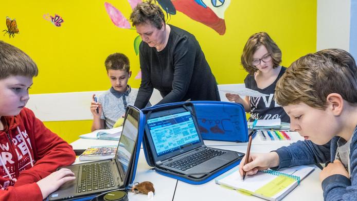 Leerlingen op het Picasso Lyceum aan de slag