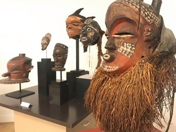 Maskers en beelden van de Bantoes