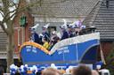 Prins Bob en adjudant Rick hebben gezelschap van burgemeester Joost van Oostrum van Berkelland.