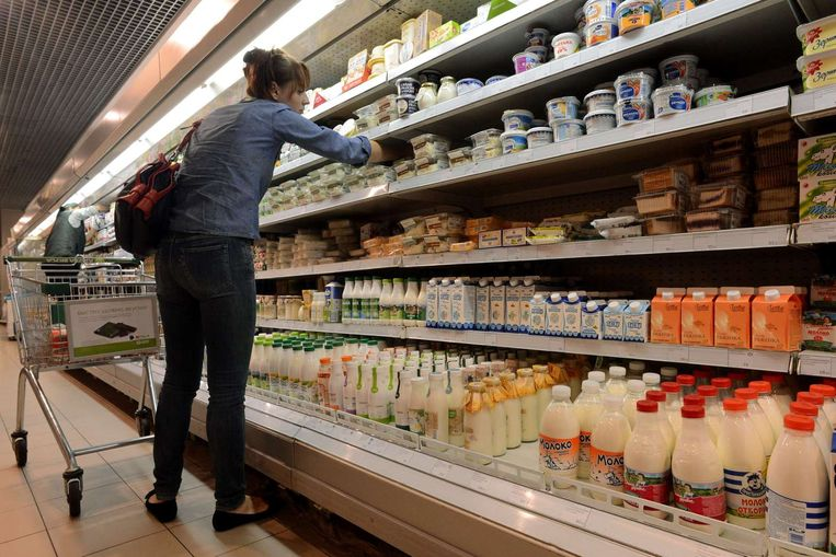 Het zuivelschap in een supermarkt in Moskou. Beeld belga