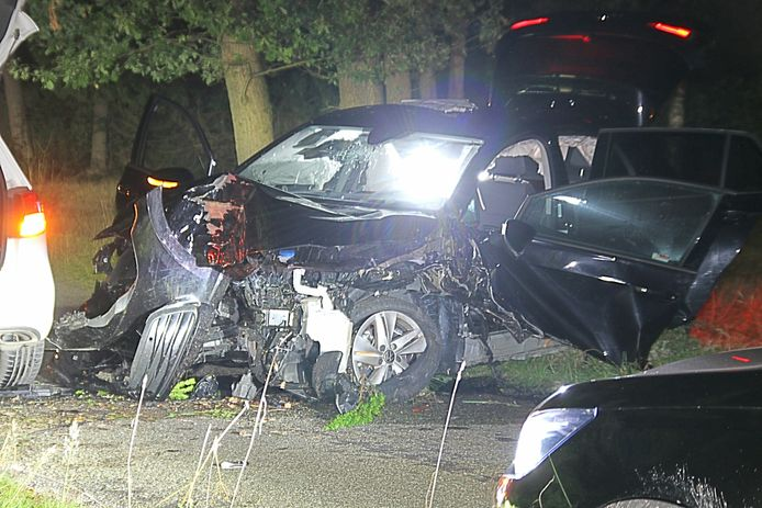 De auto is total loss geraakt bij het eenzijdige ongeval
