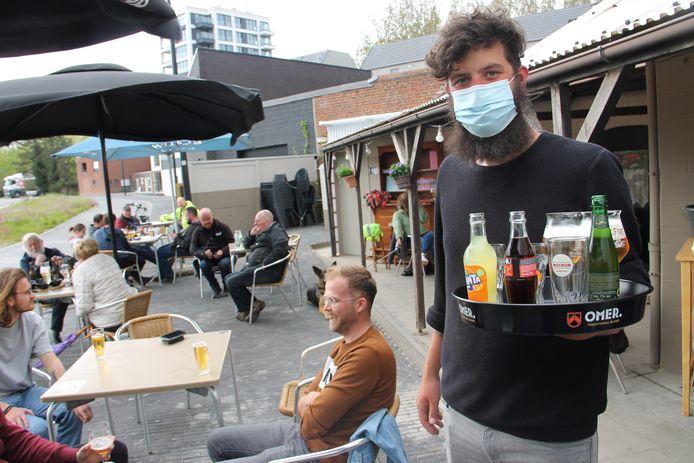 Dylan Depypere op het terras van De Fagot.