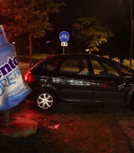 Twee auto's botsen op elkaar in bij tankstation in Boxtel