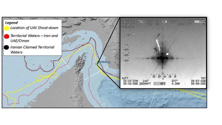 Volgens de Verenigde Staten bevond de drone (gele vlieglijn) zich in internationale wateren (tussen de twee rode lijnen). Beeld AP