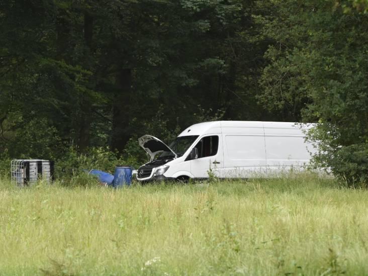 Vier agenten naar ziekenhuis nadat man uit Eindhoven drugsafval dumpt bij dorpje in Drenthe