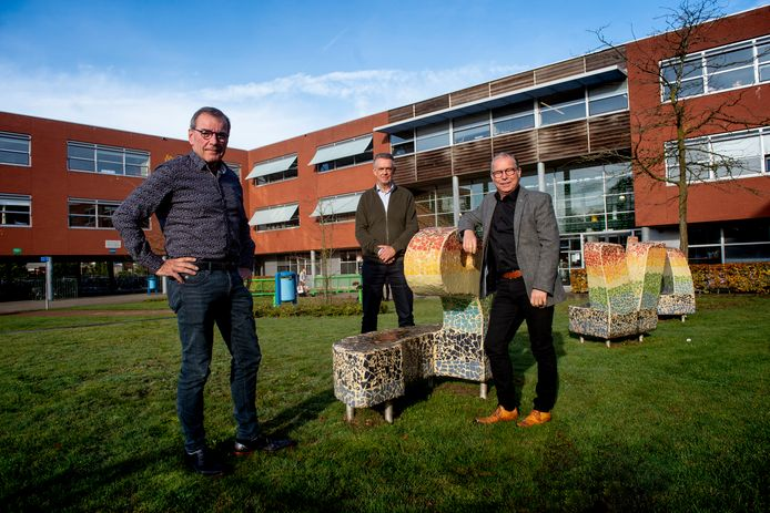 Fred Meijer ( Edison College, links ) Jan PodtDirecteur bij Veluws College Cortenbosch, midden. Gerjan van Dijken ( Sprengenloo Rechts)