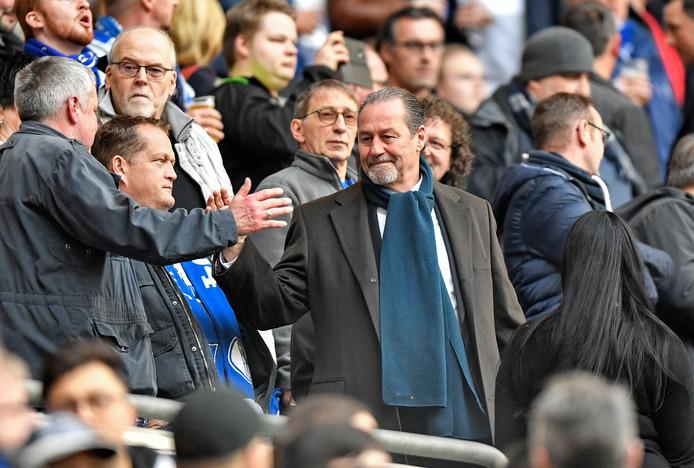 Huub Stevens zit komend weekend als interim-trainer op de bank bij Schalke 04.