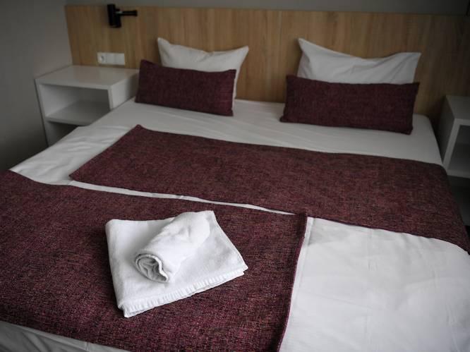Moeder en zoon (19) brengen meisje (14) naar hotel in Almere voor seksdate: 'Ik zag geld voor mijn ogen'