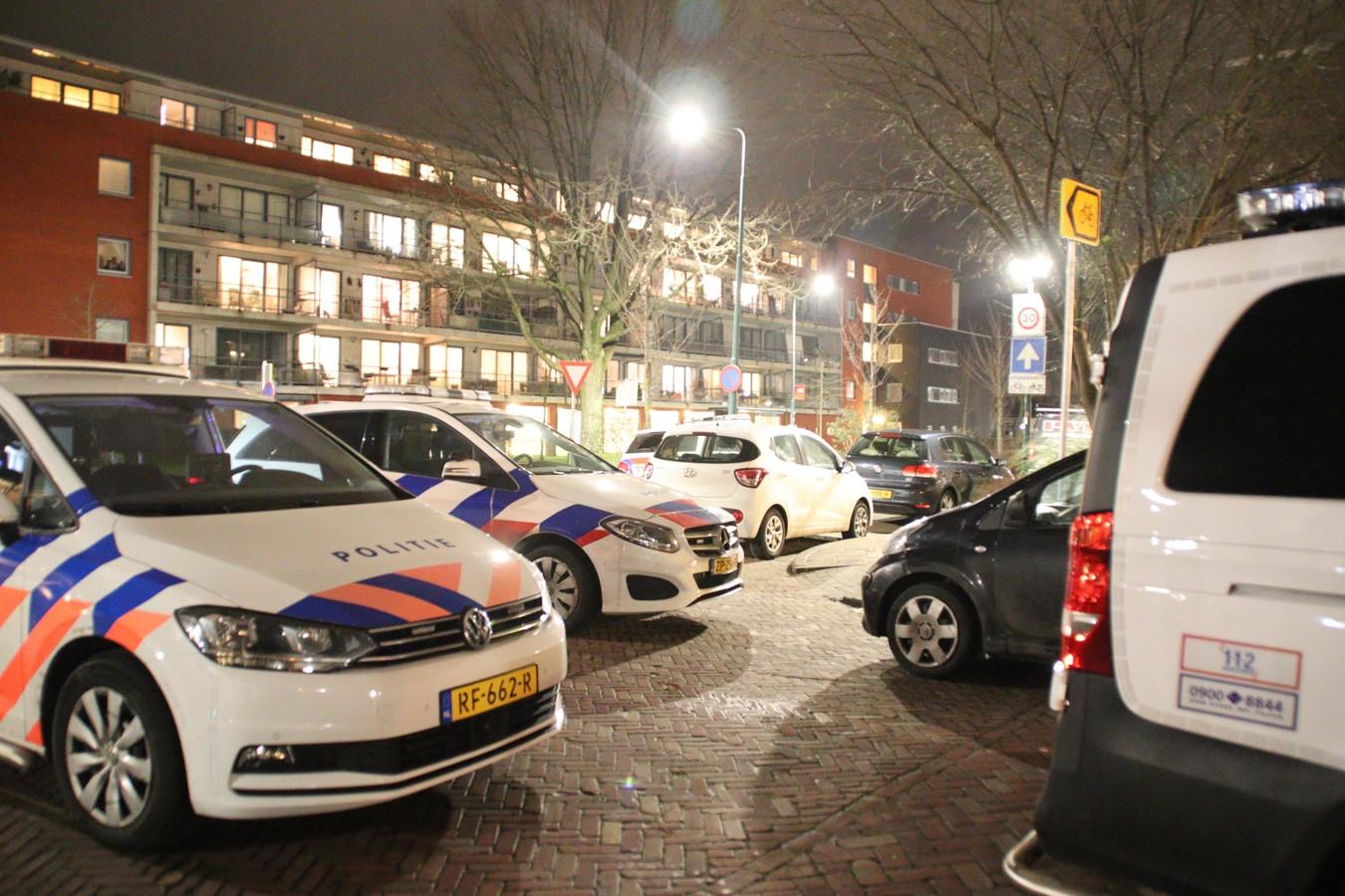 Politie op de Jan Kriegestraat in Woerden.