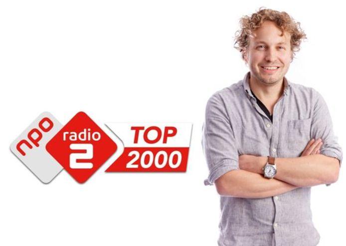 Zelfs de grommers die lopen te zeiken dat ze de Top 2000 helemaal niks vinden, vindt columnist Niels Herijgens vermakelijk.