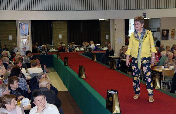 Meer dan 300 OKRA-leden van het gewest Meerhout-Laakdal woonden de jubileumeditie van de modeshow bij.
