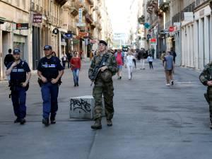 Explosion à Lyon: les mesures de sécurité renforcées, la chasse à l'homme continue