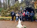 De Sportingfans van café 't Lammeken fietsten in groep naar Lourdes - Oostakker.