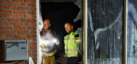 Nieuwsoverzicht | Vader redt twee dochtertjes bij hevige brand - Nauwelijks belangstelling voor eerste test-uitje