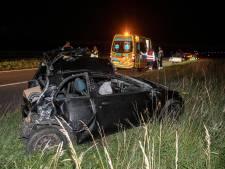 Auto gaat na botsing tollen en slaat een aantal keer over de kop bij Ressen; bestuurder gewond