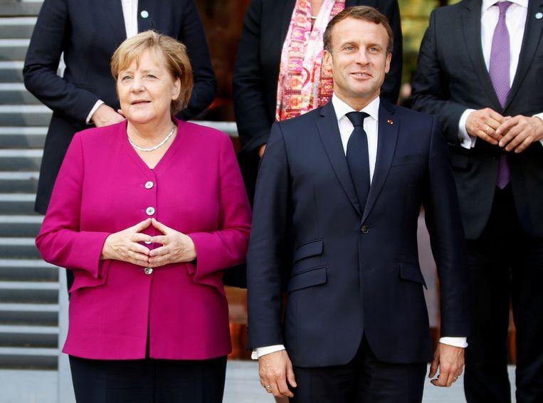 De Duitse kanselier Angela Merkel en de Franse president Emmanuel Macron tijdens Duits-Franse besprekingen in oktober. Wanneer gaat Europa zijn eigen boontjes doppen?  Beeld REUTERS