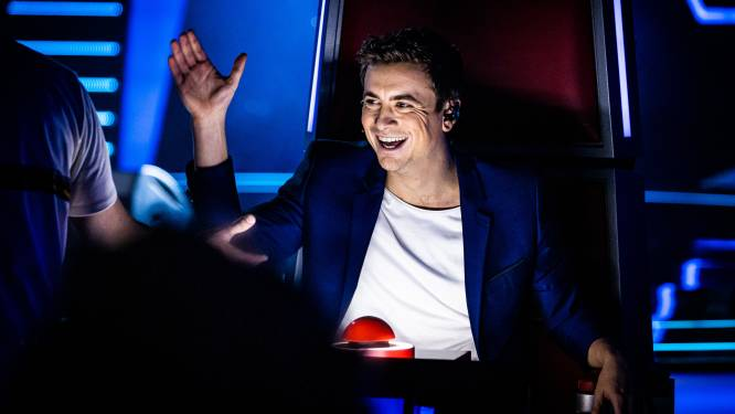 """Niels Destadsbader maakt zijn debuut in 'The Voice': """"Toen er de eerste dag niemand voor mij koos, was ik toch even in paniek"""""""