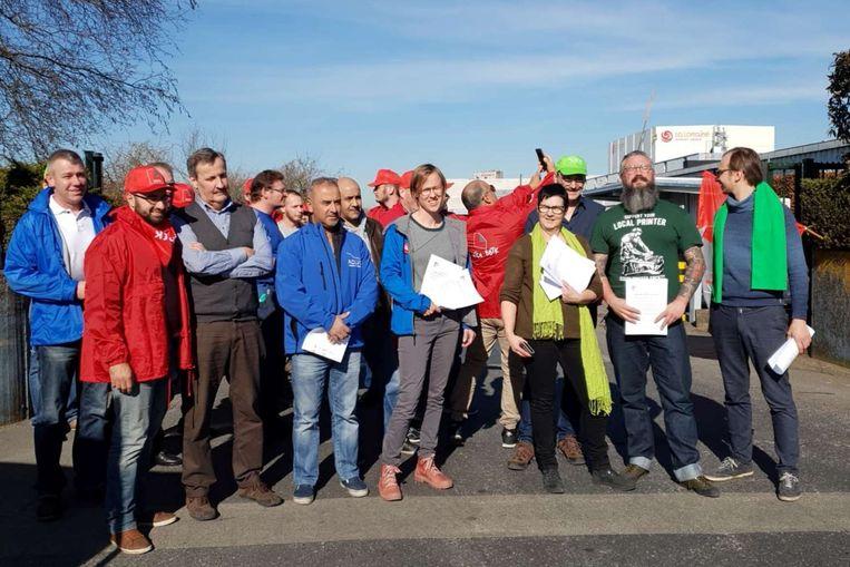 De vakbonden bemanden dinsdagnamiddag een infopiket aan de ingang van de voormalige drukkerij 'Het Volk'.
