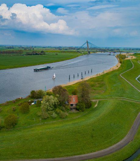 Hoe een kabeltje van 7 millimeter door een dijk bij Kampen voor 32.000 euro en een rechtszaak zorgt