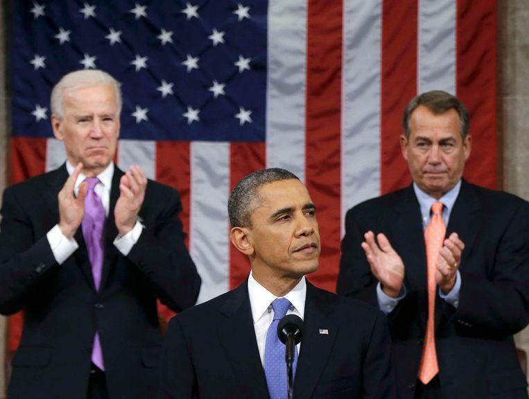 Obama met op de achtergrond Joh Boehner, woordvoerder namens de Republikeinen in het Huis van Afgevaardigden (rechts) en vicepresident Biden (links). Beeld REUTERS