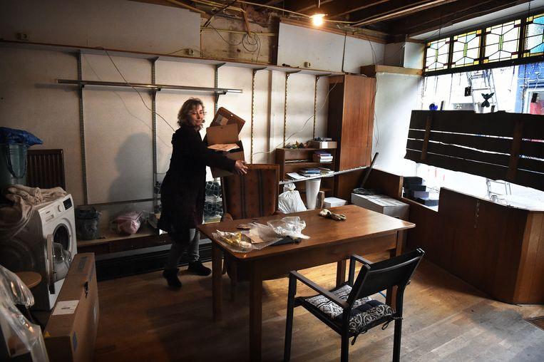 564046b9d3eba5 ... Saskia van den Berg verbouwt een voormalige broderiewinkel in Sittard  tot kantoorruimte-aan-huis. Beeld Marcel van den Bergh/de Volkskrant