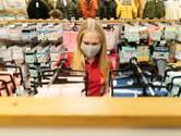 Mondkapjes doen intrede bij het winkelen in Zutphen en Lochem: 'Ongemakkelijk zonder mondkap'