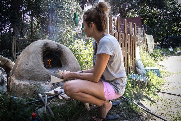 De zogeheten yurts op het eiland Evia zijn gemaakt van gerecycled plastic. De kosten: 3.000 euro. Beeld Nicola Zolin