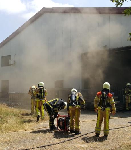 Veel rook bij brand in bedrijfspand in Holten
