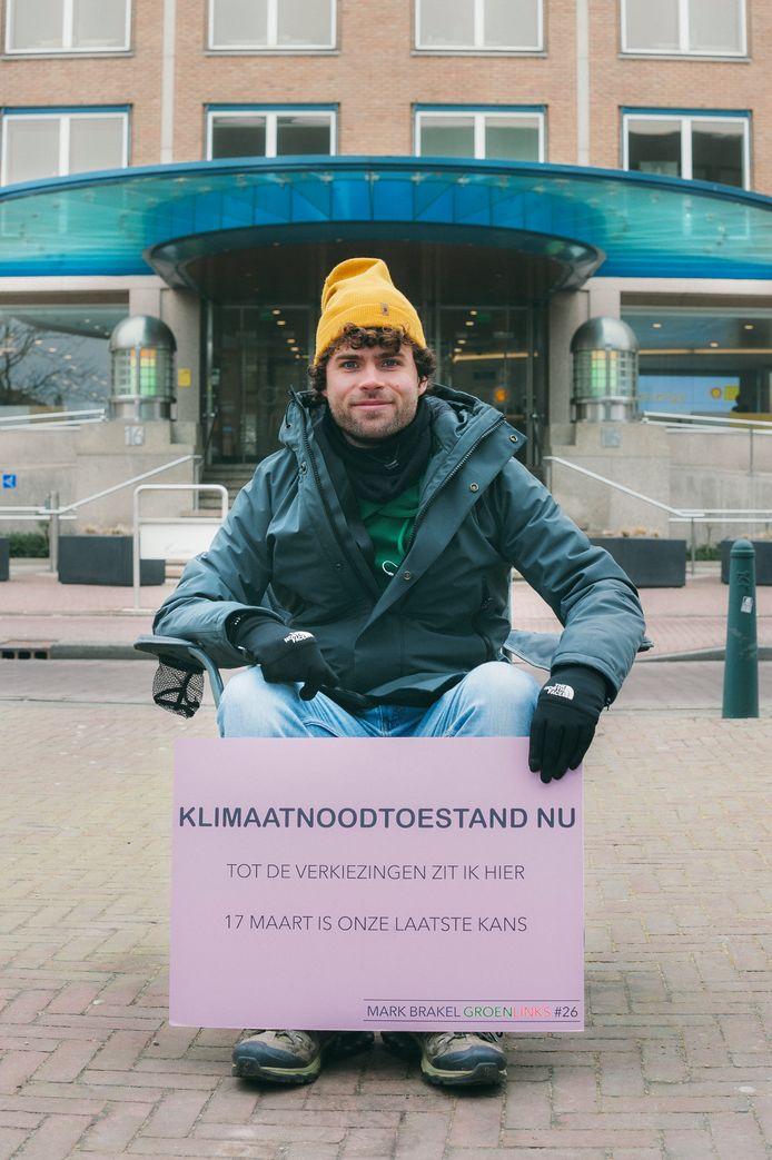 De Rotterdammer Mark Brakel hoopt met deze actie de klimaatcrisis onder de aandacht te brengen.