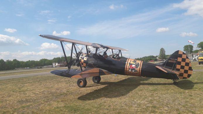 De Boeing Stearman vliegt zondag van Seppe naar Schiphol.