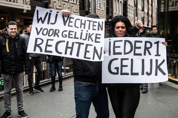 Archieffoto: Zo'n 250 woonwagenbewoners uit het hele land protesteren in 2017 bij de Mariënburgkapel in het centrum van Nijmegen tegen het uitsterfbeleid.