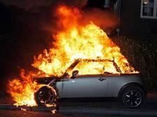 Auto brandt volledig uit in Nuenen