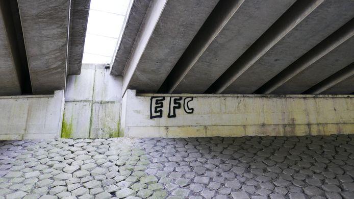 """Boxtelseweg. Paul Jongsma: ,,Dit moet door kinderen gedaan zijn of door iemand die net met graffiti is begonnen. De stijl van de letters is niet netjes, ze zijn ook niet even groot. Misschien was bij de laatste letter de verfbus leeg""""."""