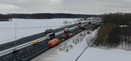 Vorstschade zorgt opnieuw voor problemen op snelwegen Oost-Nederland: files op A1, A28 en A50