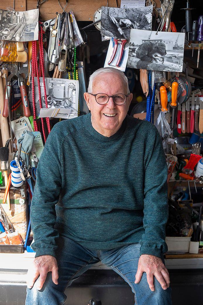 Bergen op ZoomPix4Profs / Marina Popova.  Cees de Mooij (82) is nog altijd actief als gereedschapsmaker en scharensliep in de regio