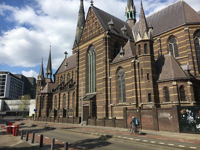 Mariënhage aan de Kanaalstraat, hier de Paterskerk.
