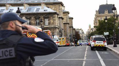"""Namen bekend van slachtoffers mesaanval in Parijs: """"Al van kindsbeen af wilde Aurélie (39) bij de politie werken"""""""