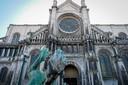 De restauratie van de noordgevel van de Sint-Katelijnekerk in het centrum van Brussel is maandag van start gegaan.