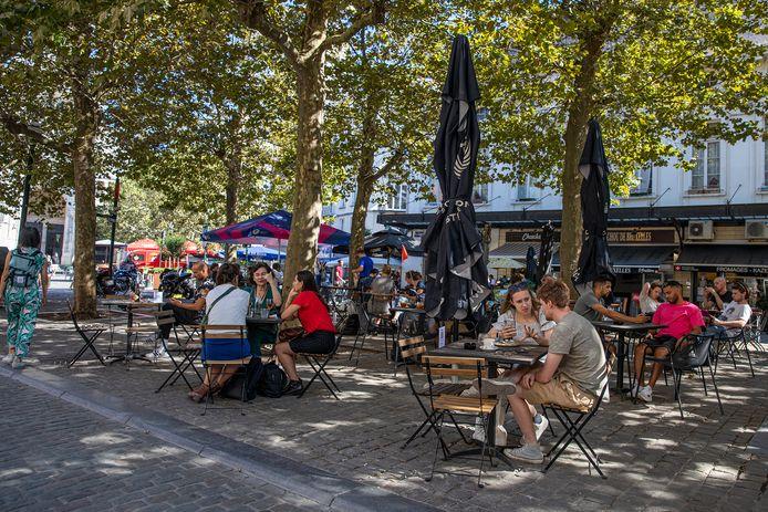 Voorlopig nog zonder verplichte coronapas: gezellig genieten op de Oude Graanmarkt