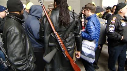 Gewapende demonstranten protesteren in Pennsylvania tegen wetsvoorstel dat semi-automatische wapens wil verbieden