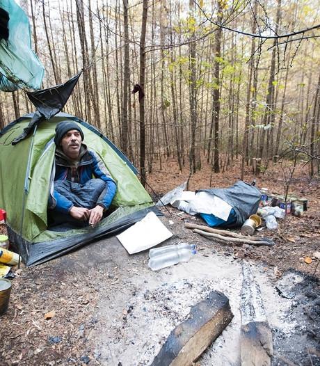 Dakloze Max woont al halfjaar in het bos: Ik heb nog vijf liter perensap