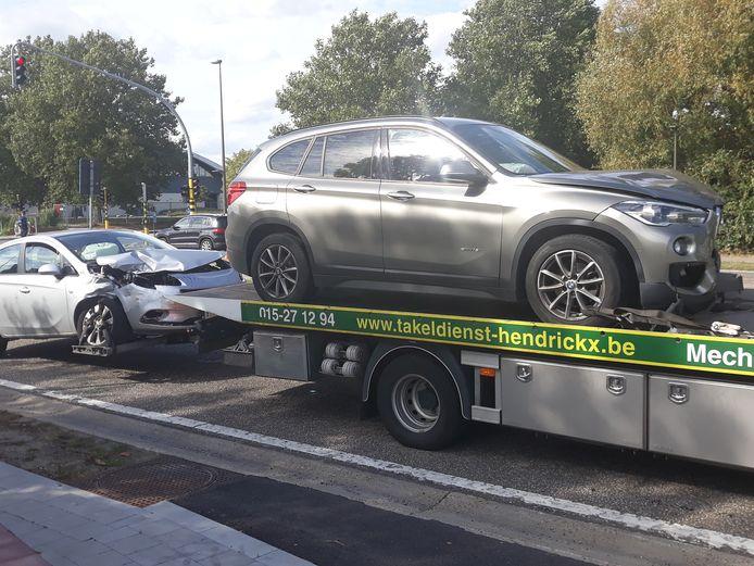 Ten gevolge van het verkeersongeval op de N15 in Mechelen ter hoogte van het kruispunt aan De Nekker waren twee rijstroken in de richting van Bonheiden versperd.