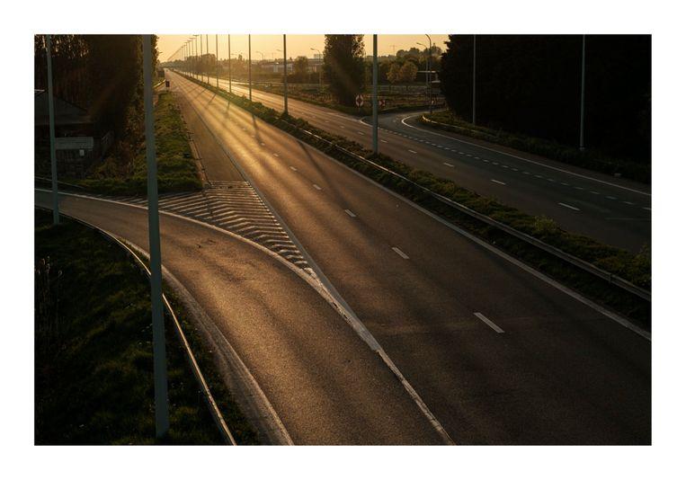 Lege autosnelwegen nadat er een verbod kwam op niet-essentiële verplaatsingen.  Beeld Wouter Van Vooren